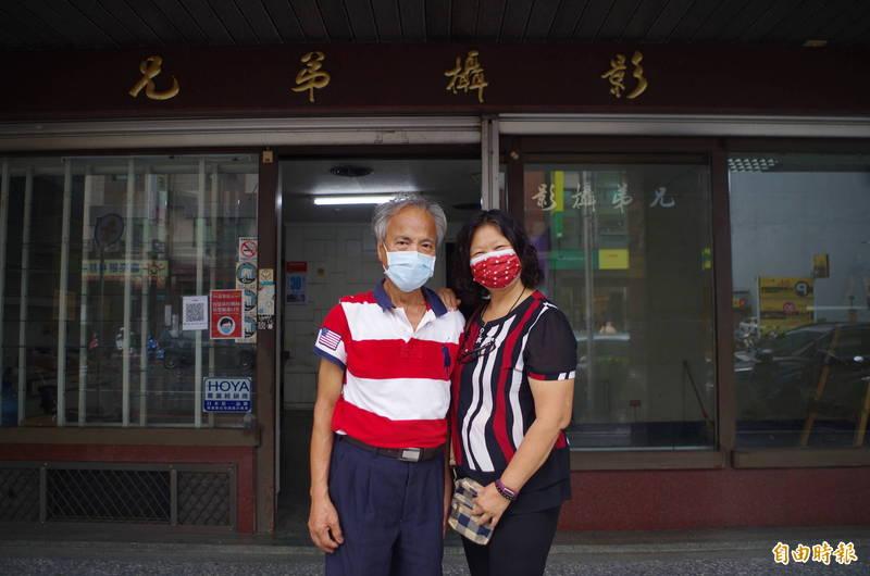 李新發跟游宜庭夫妻在兄弟攝影工作、結婚,今年受疫情影響決定歇業退休。(記者王善嬿攝)