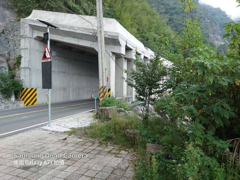 阿里山公路台18線70公里處明隧道,8月2日到4日道路封閉管制,採整點放行辦理。(第五區養護工程處提供)