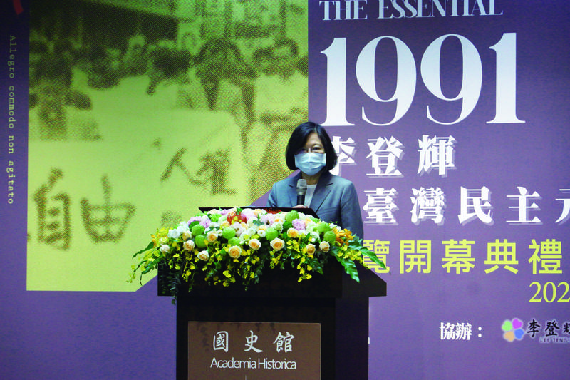 蔡英文總統在緬懷故總統李登輝時表示,李前總統執政期間,台灣突破了威權的框架,創下了許多的第一次,也踏上了憲政民主之路,這是李前總統被稱為民主先生的原因。(圖由國史館提供)