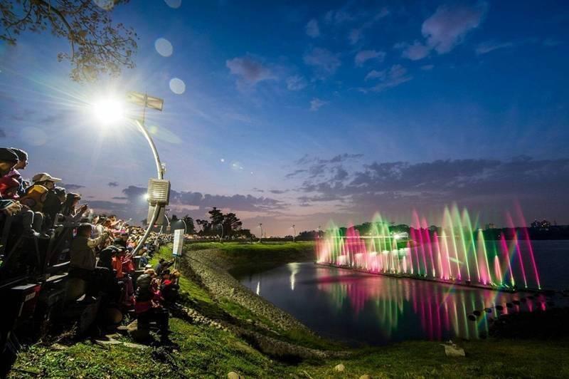 嘉市原定7月30日恢復的蘭潭水舞暫停演出。(嘉義市政府提供)