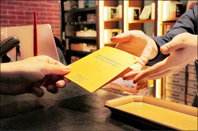 台南旅宿業者看中降級商機,紛紛推出憑疫苗注射黃卡可享折扣優惠方案。(U.I.J Hotel & Hostel提供)