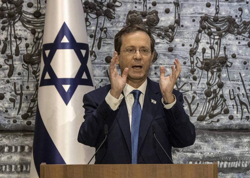 以色列總統赫佐格今日率先打了第三劑武肺疫苗。(美聯社資料照)