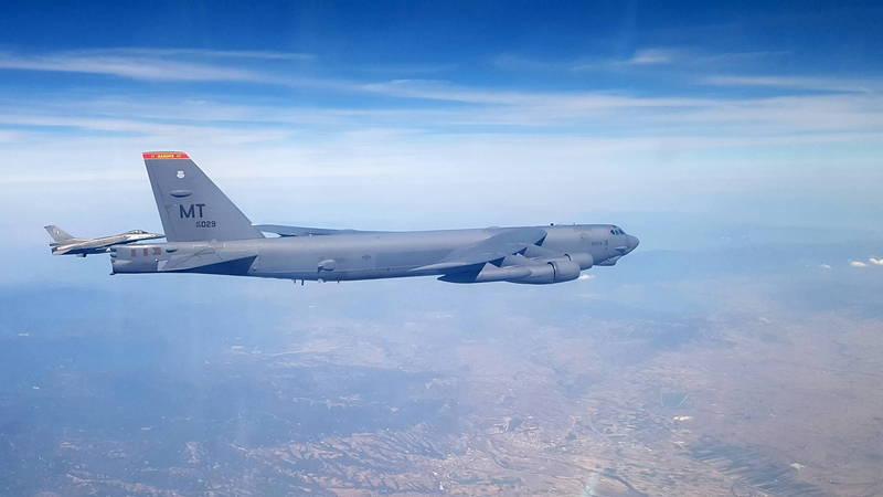 美國空軍聲明,28日在加州愛德華空軍基地,由B-52同溫層堡壘轟炸機釋放「AGM-183A」空射快速反應武器原型的試驗失敗收場。(歐新社檔案照)