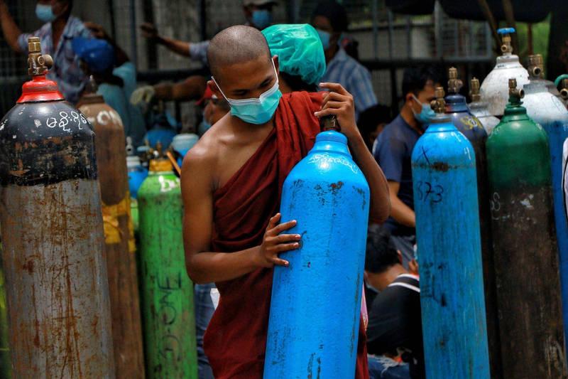 緬甸老百姓和人權運動者指控,緬甸軍政府透過限制氧氣瓶的販售,來鞏固權力和鎮壓反對人士。(美聯社)