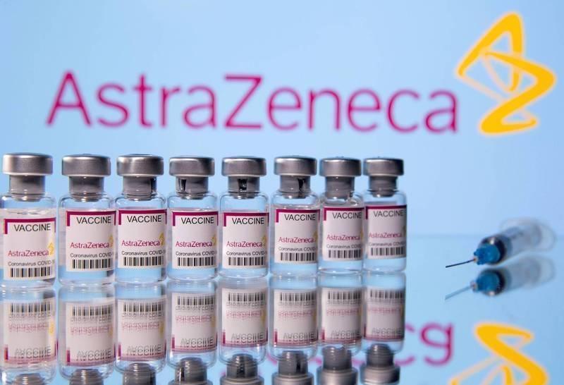 由於疫情急速升溫,日本厚生勞動省決定開放英國製阿斯特捷利康(AZ)疫苗,讓40歲以上民眾公費施打,以加速提高接種的普及率。(路透)