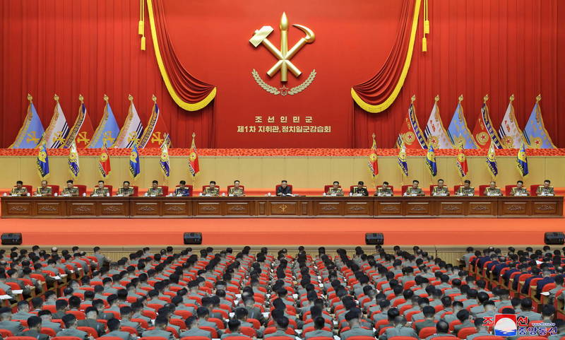 金正恩近日主持首屆全軍指揮官講習會,期間未曾提及核武,是繼日前在第7次全國老兵大會上發言後又一次在大型場合避談核武。(歐新社)