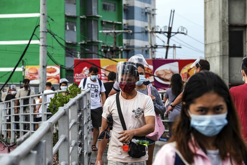 菲律賓總統杜特蒂下令首都馬尼拉將在下週五(8月6日)起實施封城措施,為抑止近期暴增的變種病毒確診人數。 (彭博)