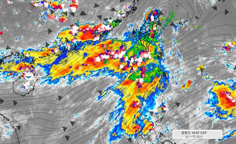 天氣風險公司總經理彭啟明在臉書表示,西南風現在還不是最強的時候,預計明天至下週一將增強至「西南氣流」等級。(圖取自彭啟明臉書)