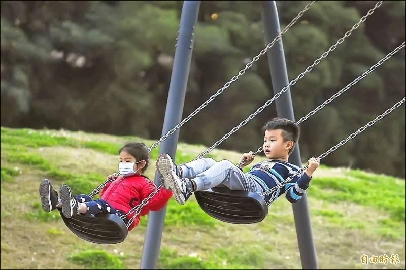 未滿2歲的兒童育兒津貼及托育補助新制將於8月1日上路。(資料照)