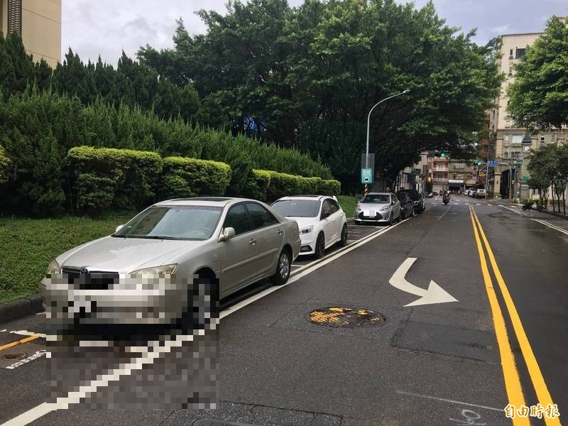 桃園路邊停車8/7起恢復假日收費(記者謝武雄攝)