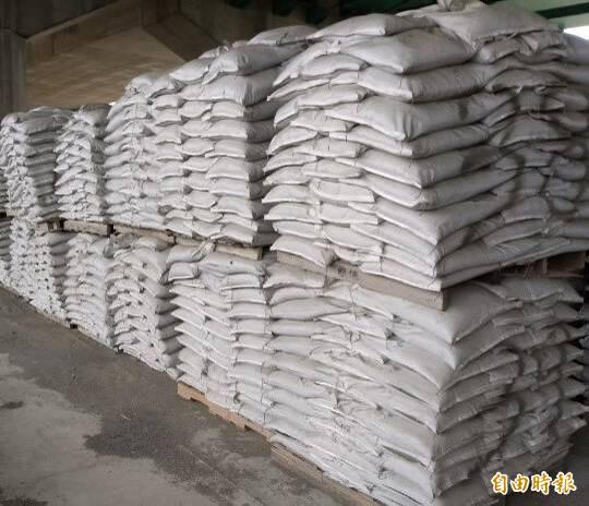台中市府準備好沙包防範豪雨。(記者張軒哲攝)
