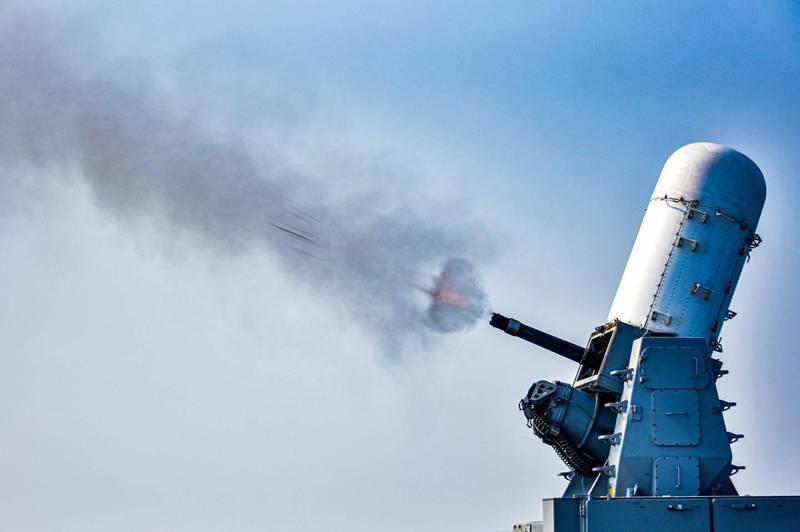 海軍日前進行方陣快砲實彈射擊操演,此次射擊的方陣快砲為現役的MK-15 Block 1A,海軍目前正在進行方陣快砲性能提升計畫,陸續為各艦艇換裝為性能更優越的Block 1B型。(圖:取自中華民國海軍臉書專頁)