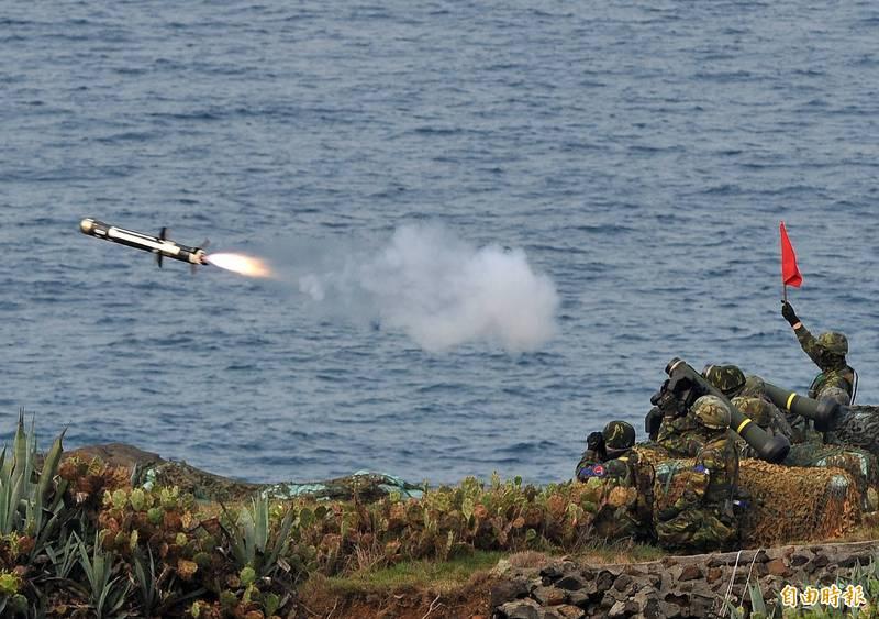 美國國務院於當地時間週五宣布,同意軍售300枚標槍飛彈(FGM-148 Javelin)、50套系統給泰國。圖為我國漢光演習射擊標槍飛彈畫面,僅為示意圖。(資料照)