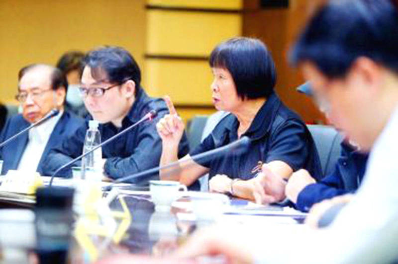 """Olympic bronze medalist and National Policy Adviser to the President Chi Cheng, third left, speaks at a public hearing discussing Taiwan's bid to participate in international sports events under the name """"Taiwan"""" in Taipei in 2018. Photo: CNA"""