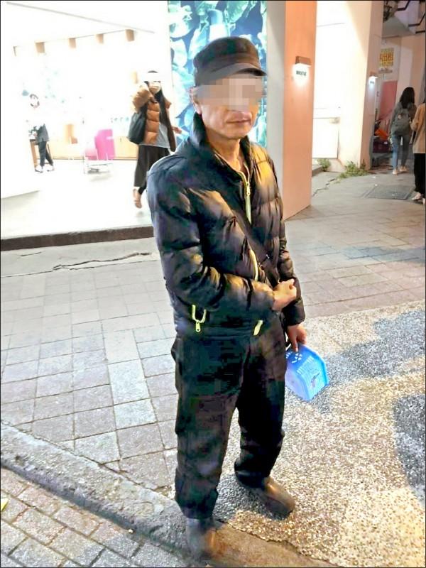 許姓男子無明顯身心障礙,屢次在逢甲夜市行乞被警送辦。(記者張瑞楨翻攝)