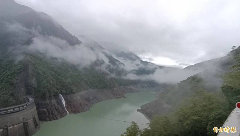 山區下雨,德基水庫再進帳177萬噸。(記者歐素美攝)