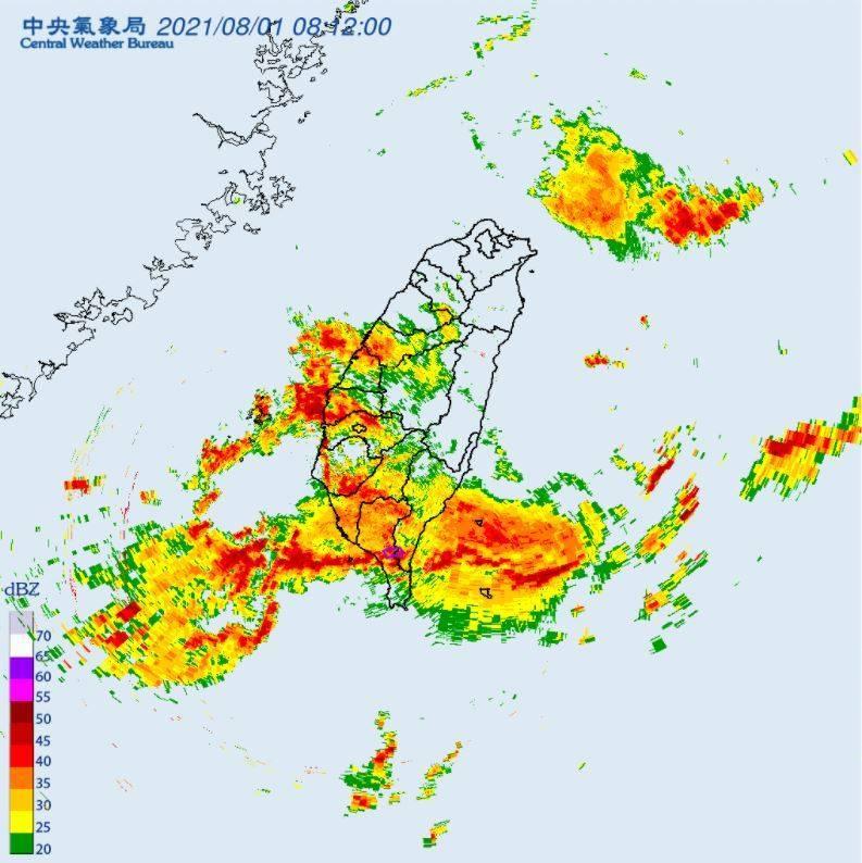 中南部11縣市今上午持續發布大豪雨、豪雨特報,氣象局更針對屏東縣、台東縣發布大雷雨即時訊息,經濟部水利署也對中南部7縣市發布一、二級淹水警戒、8座水庫放水中。(圖擷自氣象局)