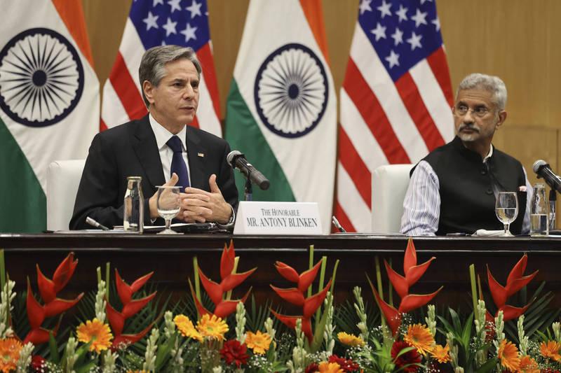 美國國務卿布林肯(左)上週與印度外交部長蘇杰生(右)會面。(美聯社)