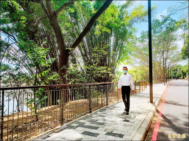 新竹市青草湖環湖步道改造完工,市長林智堅邀請市民來體驗。(記者洪美秀攝)