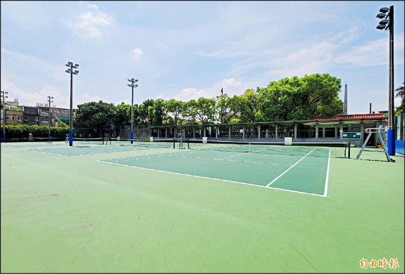 大溪區網球場今起有條件開放使用。(記者李容萍攝)