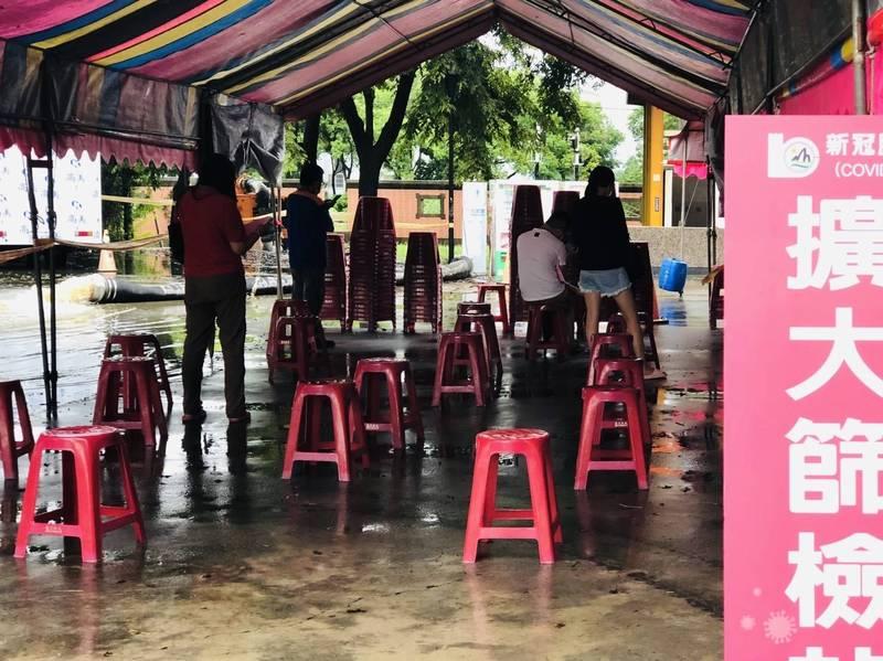 嘉義市移動抽水機將水排到嘉義縣水上鄉北回歸線太陽館區。(讀者提供)