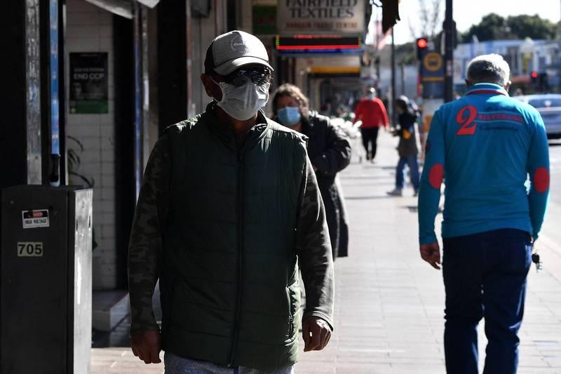 澳洲武肺疫情反覆,政府於今(2日)宣布對昆士蘭州布里斯本(Brisbane)和其鄰近地區延長封鎖3日,雪梨也加派300名士兵,挨家挨戶探訪確診者有無確實待在家中隔離。(法新社)