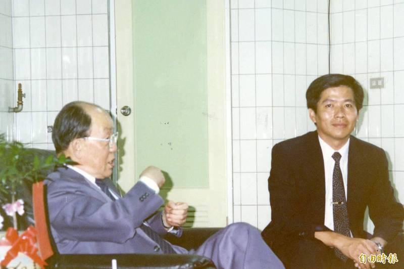 前國民黨立委郭政權(右)因欠稅逾4708萬元,三度遭執行署禁奢。(資料照)