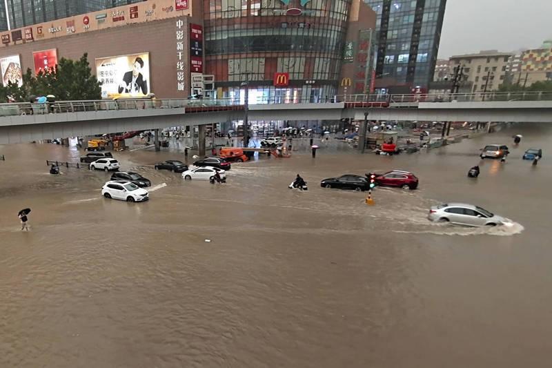 中國河南日前洪水成災,造成重大死傷,根據中國官方今日通報,截至今日,已造成302人死亡、50人失蹤。(法新社)
