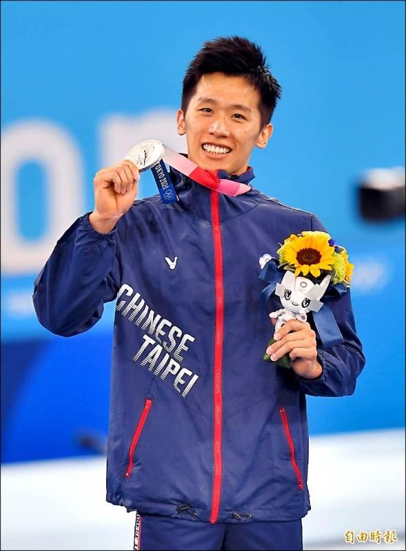 台灣「鞍馬王子」李智凱昨在東奧男子體操鞍馬決賽,使出招牌「湯瑪士迴旋」勇奪銀牌。(特派記者林正堃攝)