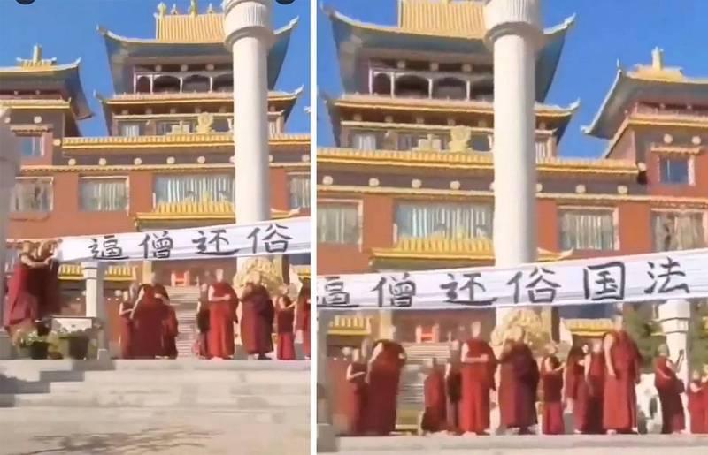 紅城寺僧侶在寺外拉起寫有「逼僧還俗,國法不容」等字句的布條抗議。(影片截圖)