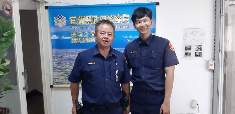 礁溪警分局頭城分駐所警員蔡旻庭(右)胸口中彈,仍奮力壓制犯嫌。(警方提供)