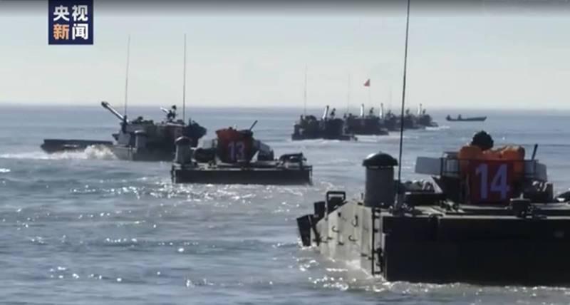 中國央視以第一視角披露瞭解放軍兩棲重型裝甲部隊演練渡海奪島,引發關注。 (中國央視視訊截圖)