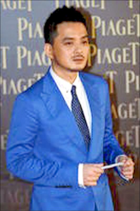 港歌手黃耀明先前為前立法會議員區諾軒助唱拉票,遭香港廉政公署以選舉舞弊罪名逮捕起訴。(美聯社檔案照)