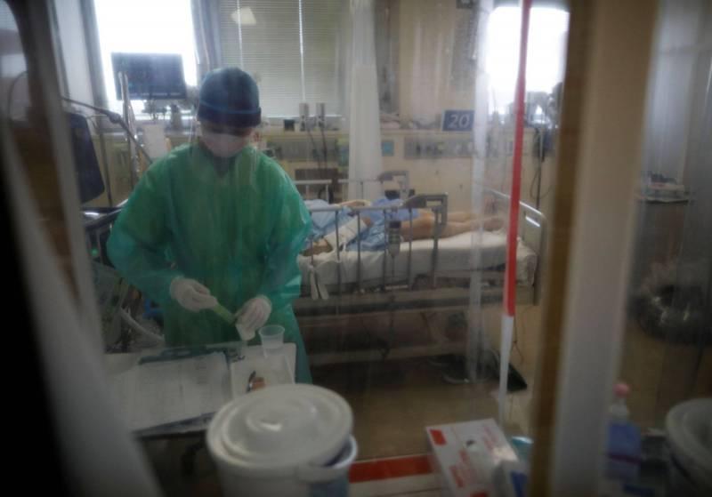 東京有接近70%的武漢肺炎(新型冠狀病毒病,COVID-19)重症病床已滿。(路透)