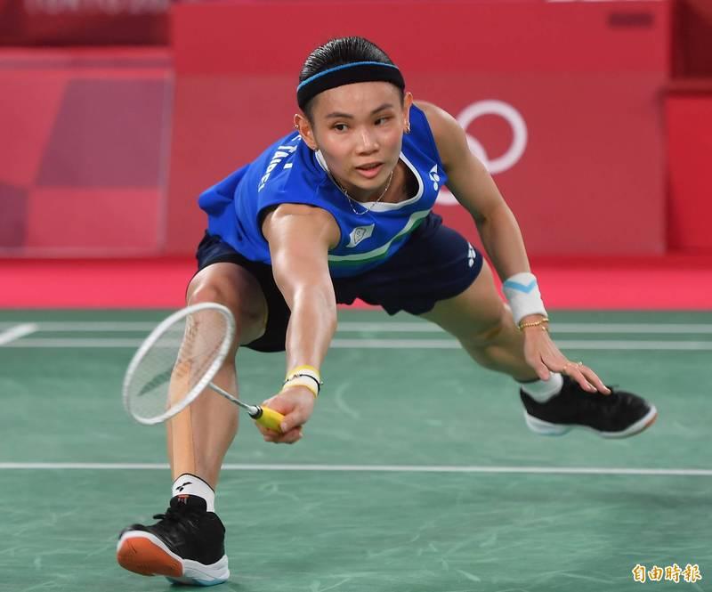 世界球后戴資穎與中國好手陳雨菲苦戰打滿三局後,惜敗拿下奧運銀牌。比賽過程中小戴數度撲身救球,事後也證實雙腿傷痕累累,讓外界頗為不捨。(資料照,特派記者林正堃攝)