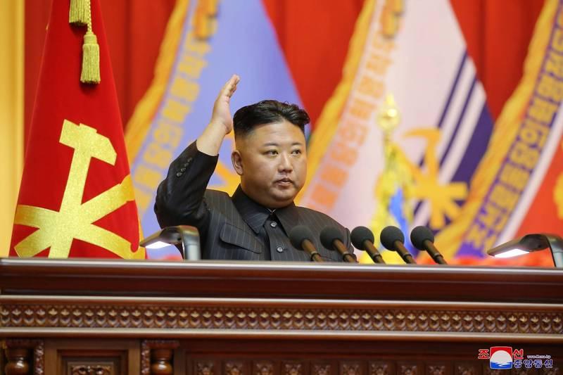 北韓領導人金正恩及南韓總統文在寅恢復熱線一週後,南韓議員透露,北韓盼以鬆綁制裁換無核化談判。(路透)