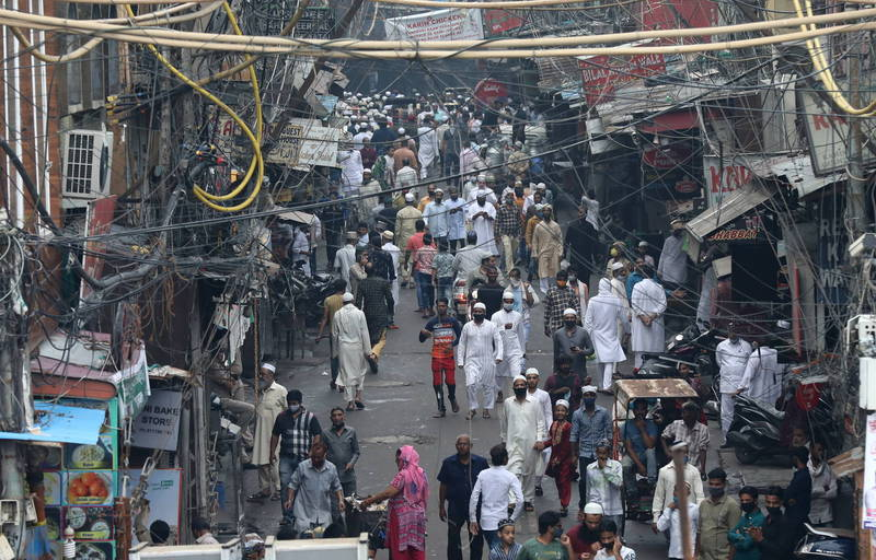 印度中央邦日前發生一起毒蟲叮咬人,導致1家3口在睡夢中死亡的事件。示意圖,圖為印度街景。(歐新社)