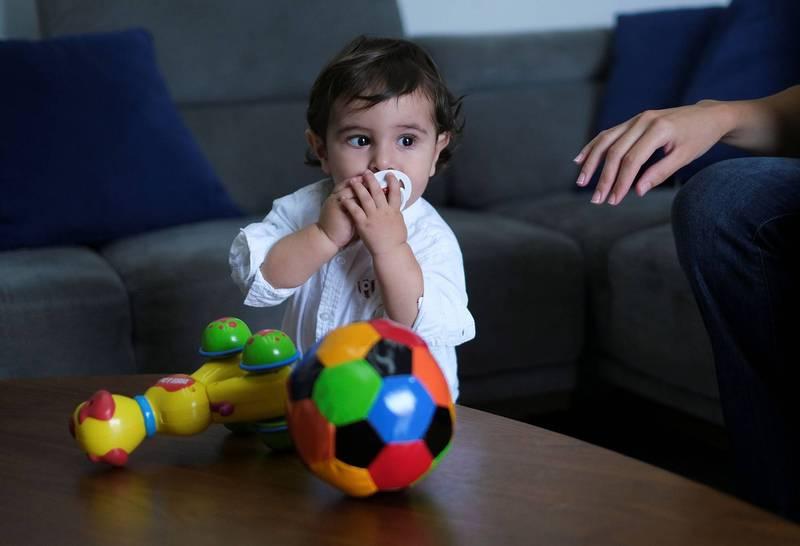 在黎巴嫩大爆炸中出生的喬治(見圖)即將年滿1歲。(路透)