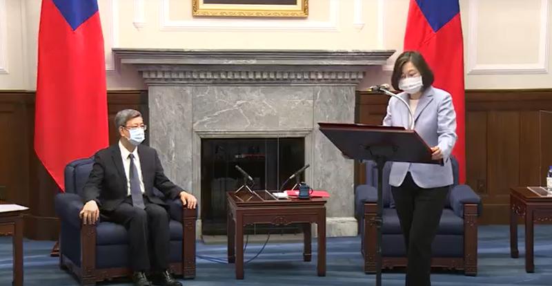 蔡英文總統今日接見「堅韌社會再造委員會亞太中心」,而「堅韌社會再造委員會」的15名國際委員中,前副總統陳建仁為其中1人。(圖擷取自總統府提供影片)