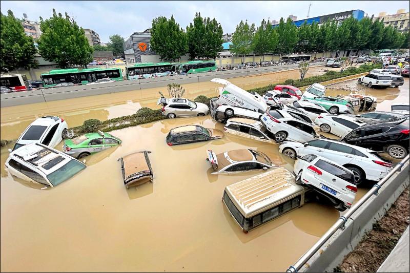 河南省多地上月底暴雨成災,當地政府二日公布最新傷亡情況,指全省至今累計三○二人罹難及五十人失蹤。(法新社檔案照)