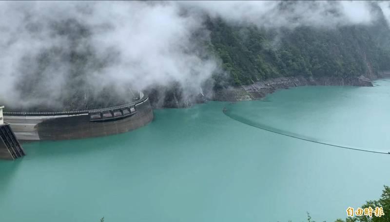 山區下雨,德基水庫再進帳188萬噸。(記者歐素美攝)