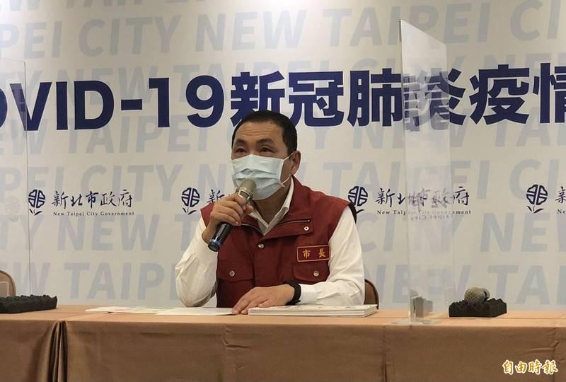新北市長侯友宜表示,板橋某醫院群聚感染中,有7人已打過疫苗。(記者周湘芸攝)