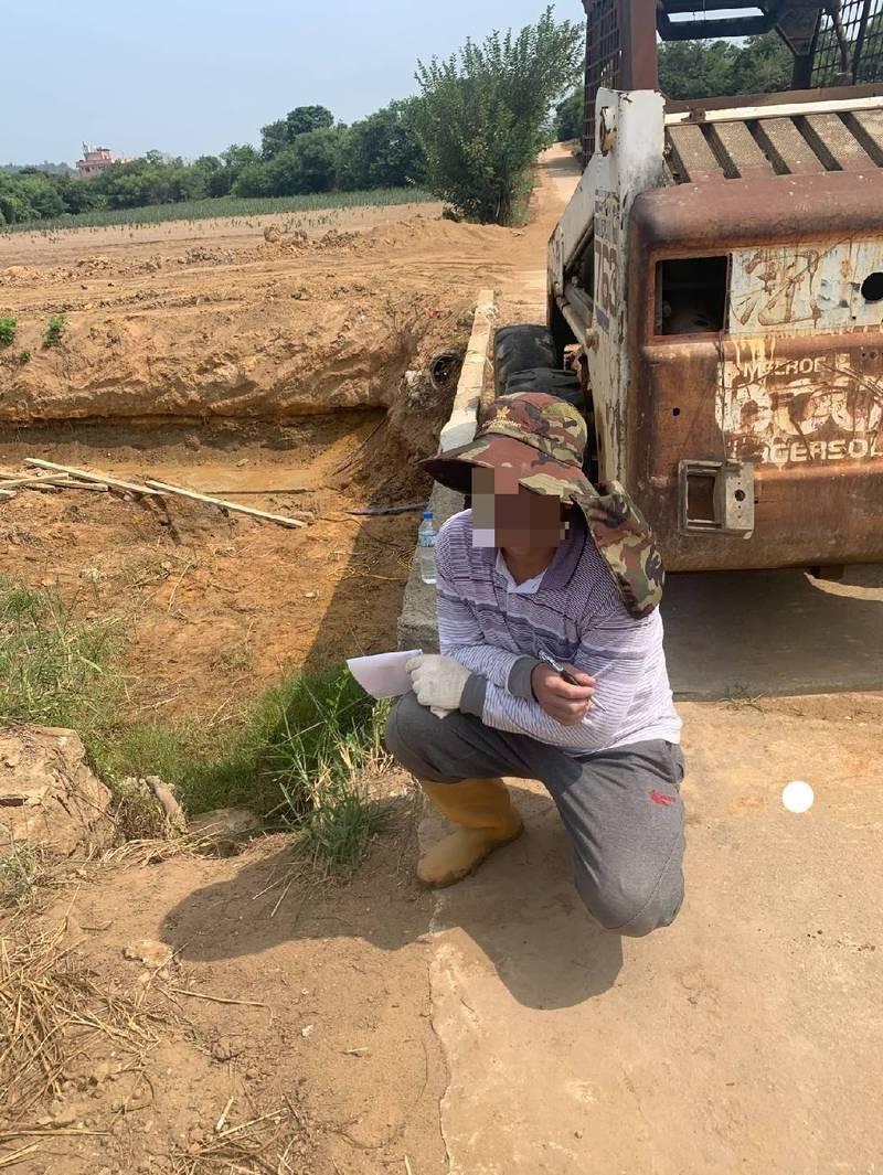 警方查到越南移工從事許可範圍以外之工作。(金門警方提供)