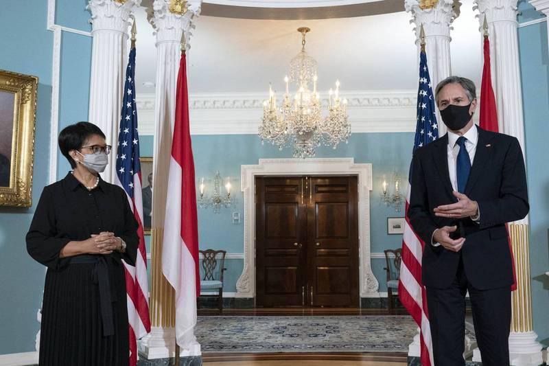 布林肯與印尼外交部長勒特諾舉行會議,將針對南海等多項議題進行密切合作。(美聯社)