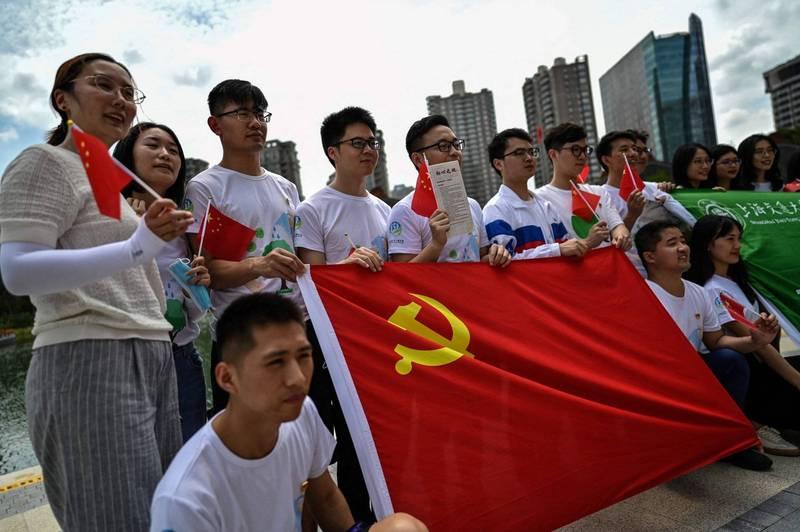中國小粉紅近期頻頻出征,顏擇雅認為,中國社群媒體的同溫層效應,讓一整代年輕人失去站在他人觀點思考的能力。圖為示意圖。(法新社)