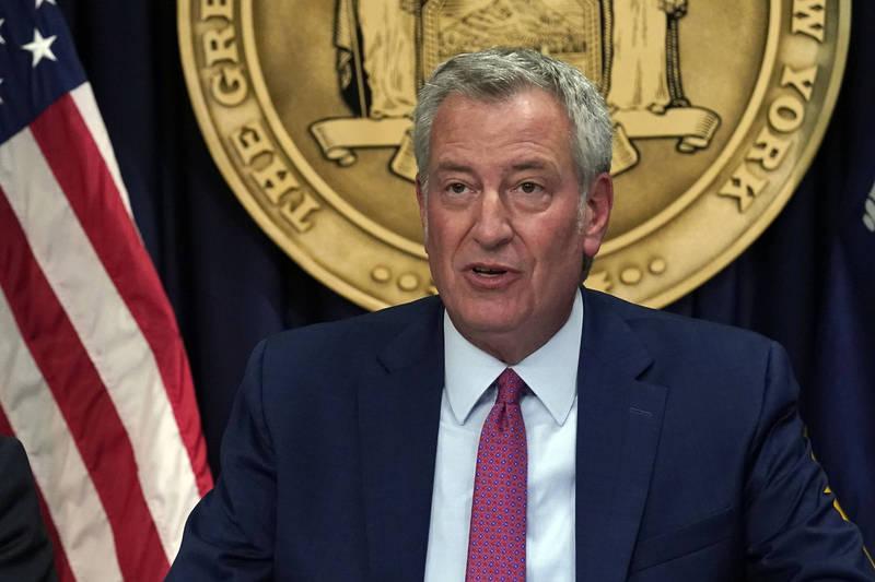 紐約市長白思豪3日宣布,紐約市9月13日起,將要求民眾出入餐廳、健身房及公司企業時,必須出示疫苗接種證明,來防範Delta變種病毒蔓延。(美聯社)