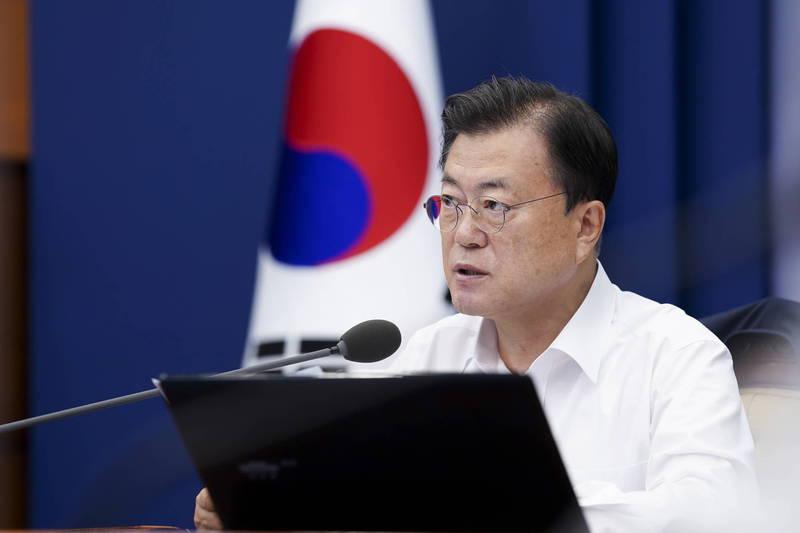 南韓總統文在寅(見圖)要求南韓軍隊應竭力改善軍隊文化,以重新取得人民的信任。(歐新社)