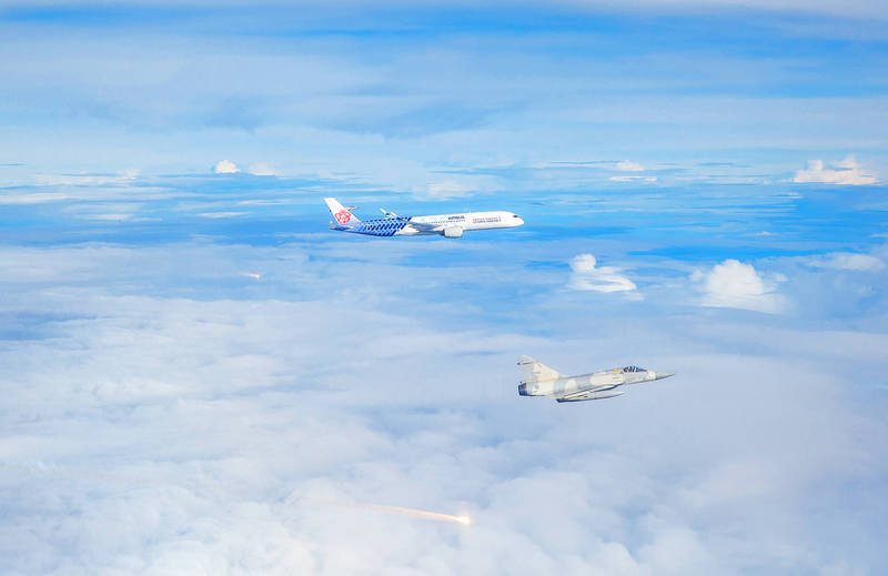 Republic of China Air Force Mirage 2000 jets yesterday release flares as they fly on either side of a China Airlines Airbus carrying athletes back to Taiwan from the Tokyo Olympics. Photo: Military News Agency via CNA