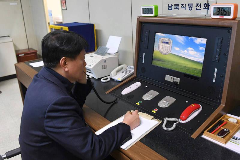 南韓國家情報院昨日透露,兩韓熱線恢復為北韓領導人金正恩提議,不過南韓統一部反駁國情院說法,強調兩韓熱線恢復並非某一方促成,而是雙方協商後的結果。(美聯社)