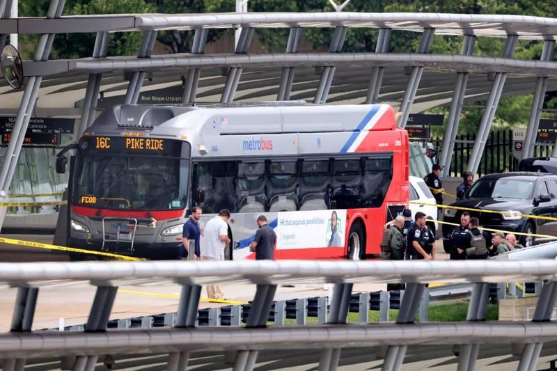 五角大廈附近一處公車轉運站發生槍擊案,一名警員死亡,嫌犯遭擊斃。(歐新社)